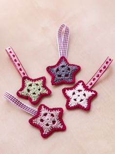Overlay Crochet Star Christmas Ornament DIY – a free pattern
