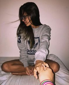 """Agarra na nha mão, eu prometo que nnc te vou abandonar"" ❤ @_.Diogo._ Photos Tumblr, Tumblr Photography, Photography Poses, Kylie Jenner Fotos, Tmblr Girl, Friend Tumblr, Tumblr Fashion, Girl Inspiration, Just Girl Things"