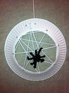 Spider Web Crafts http://www.cinjoella.com/2012/10/28/spider-web-and-spider-craft/