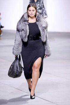 Ashley Graham per Michael Kors   Ashley Graham: la modella curvy e la lotta al body shaming. Leggi l'articolo su Thy Magazine   #model #curvy #bodyshaming