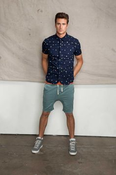 Men's Fashion Printed blue short sleeve collared shirt, shorts and high-cut shoes. #style #modern