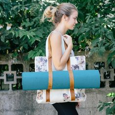 DIY your own yoga mat bag with a few simple materials. You can also use this bag at the beach to carry all of your necessities!