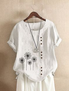 Flower Print Crew Neck Short Sleeve Casual T-shirt For Women look chipper and natural. NewChic has a lot of women T-shirts online for your choice, believe you will find your cup of tea. Pants For Women, T Shirts For Women, Clothes For Women, Vestidos Retro, Vestido Casual, Casual T Shirts, Tshirts Online, Looking For Women, Ideias Fashion
