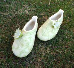 felted slippers Snowdrops / Sniegpulkstenīši pamana.lv