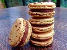 Ma gourmandise préférée: les macarons! Et encore plus ceux de Pierre Hermé qui, à mon goût, sont les meilleurs surtout l'Ispahan (framboise, rose et litchi) ou le Mogador, ou le... bref je les aime...