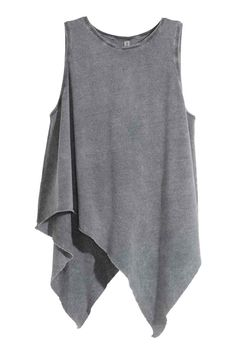 See this and similar tank tops - Draped top: Sleeveless, draped top in jersey with an asymmetric, raw-edge hem. Look Fashion, Fashion Outfits, Womens Fashion, Womens Sleeveless Tops, Sleeveless Shirt, Bohemian Mode, Asymmetrical Tops, Grey Shirt, Chiffon Tops