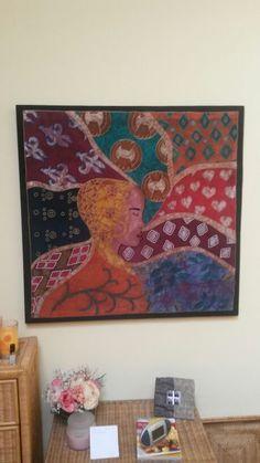 Gebatikte Seidenmalerei auf Rahmen gezogen