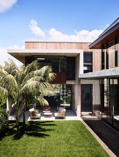 Exterior of Australian modernist home. | Photo: Anson Smart | Story: Belle