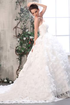 Fashion Ball Gown Strapless Chapel Train Organza Wedding Dress CWLT13034 #weddingdresses #cocomelody