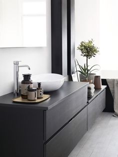 Dekton is a great option for bathrooms. Easy to clean, resistant to chemicals and the soft black of Dekton Ananke combined with clean colors is giving your wellness area a modern and timeless look. Bad Inspiration, Bathroom Inspiration, Interior Inspiration, Interior Cladding, Interior Architecture, Inside A House, Walking Closet, Style Deco, Laundry In Bathroom