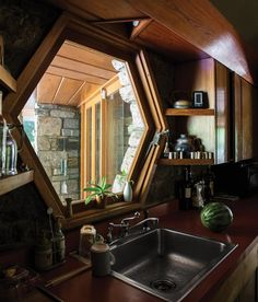 <strong>FINE FORM</strong> | A hexagonal window over the kitchen sink.