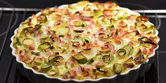 Lav en dejlig porretærte med denne simple opskrift, som adskiller sig ved at have en bund af pastaskruer.