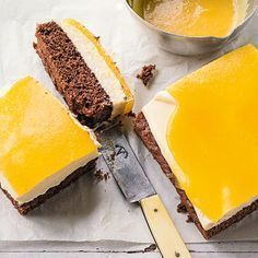 Vanille-Frischkäseschnitten auf Schokobiscuit