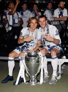 Modric and Bale Fifa, Fotos Real Madrid, Real Madrid Captain, Neymar Jr Wallpapers, Equipe Real Madrid, Real Madrid Football Club, Santiago Bernabeu, Best Football Players, Gareth Bale