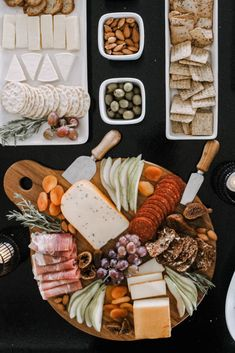 Five tips to make autumn and thanksgiving entertaining easier! Love these simple ideas for cheese and meat trays, appetizer, and drinks! Cheese Tray Display, Appetizer Table Display, Appetizers Table, Wedding Appetizers, Cheese Appetizers, Thanksgiving Appetizers, Thanksgiving Quotes, Meat Trays, Food Platters