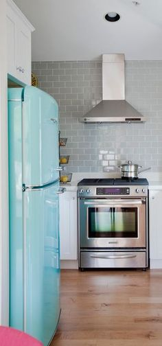 Retro Beach Blue Big Chill Fridge complementing the sleek, modern design of the kitchen. Click for modern made classics from Big Chill.