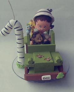 Topo de bolo personalizado com vela, tema safari.