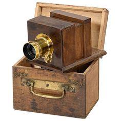 Miniature Sliding Box Camera, c. Square design focusing screen 1 ½ x 2 in. on Sep 2014 Plate Camera, Box Camera, Camera Gear, Antique Cameras, Old Cameras, Vintage Cameras, Best Film Cameras, Classic Camera, Retro Camera