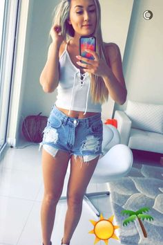 LaurDIY outfit, hair, face and body goals