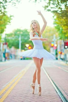 I like this pose for Ballet, but I would personally prefer a more relaxed face Art Ballet, Ballet Dancers, Ballet Pictures, Dance Pictures, Dance Aesthetic, Dance Photo Shoot, Ballet Dance Photography, Gymnastics Poses, Street Dance