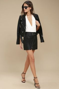The Free People Feelin' Fresh Black Vegan Leather Mini Skirt is hot off the press, and ready to impress! Vegan leather composes this retro-inspired mini skirt with a high-waisted fit, and adjustable buckled belt. Asymmetrical, gunmetal zipper travels across the A-line silhouette.