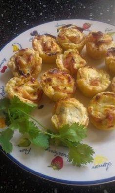 Mini bladerdeeghapjes met gerookte kip en zongedroogde tomaatjes.  https://www.facebook.com/notes/asuns-delicious-cooking/mini-bladerdeegtaartjes-met-gerookte-kipfilet-en-tomaatjes/707435366053713