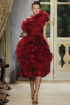 Giambattista Valli Fall 2012 Couture - Review - Collections - Vogue. Maybe only work on the runway?
