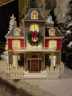 Craftsman style #svgcuts Maple Manor Putz Houses, Gingerbread Houses, House Template, Glitter Houses, Paper Houses, Miniature Houses, Christmas Paper, 3d Paper, Craftsman Style