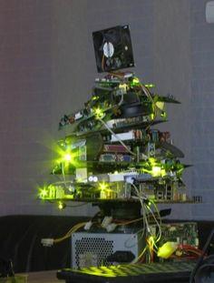 Számítógépből karácsonyfa? Ez sem lehetetlen! Christmas tree from computer pieces? It's not impossible!