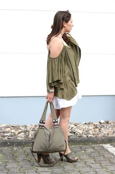 Sommer-Outfit mit Offshoulder-Top und Midi-Rock | Layering | http://www.a-little-fashion.com/fashion/sommerlicher-offshoulder-lagenlook #fashion #inspiration #trend #fall #winter #summer #spring #pantone #frühjahr #sommer #herbst #style #outfit #ootd #filizity