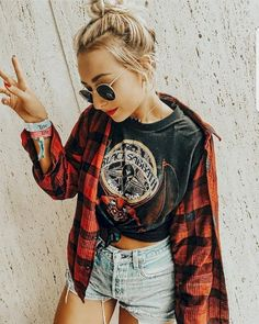 So I guess this is what I think a peace sign looks like after 2 margaritas. 🙃✌🏽️ Entire outfit from my vintage store ✨ Edgy Summer Outfits, Punk Outfits, Hippie Outfits, Grunge Outfits, Casual Outfits, Fashion Outfits, Edgy Summer Fashion, Modern Grunge Fashion, Cute Edgy Outfits