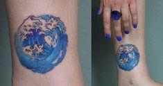 Kleines buntes und wunderschönes Tattoo von Katja Ly4 inspiriert von den Japanischen Künstler Hokusai Small colourful and lovely tattoo done by Ly4 Tattooartist and inspired by the art of the Japanese artist Hokusai.  #hokusaiart #hokusaitattoo #ly4tattoo #wavetattoo #welletattoo #tattoodüsseldorf #livingillustrations #meer #meerestattoo #sea #seatattoo #hokusai