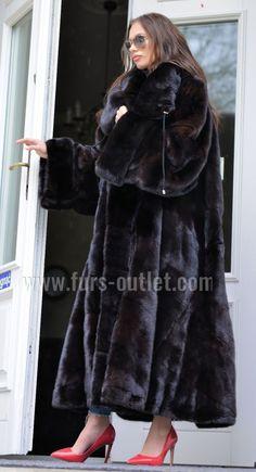 Nadire Atas on Luxurious Fur Fashion Black Fur Coat, Sable Fur Coat, Long Fur Coat, Mink Fur, Fur Coats, Fur Casual, Rabbit Fur Coat, Fabulous Furs, Fur Fashion