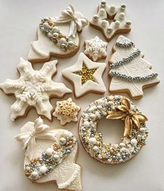 From classic sugar cookies to gingerbread men, these top recipes will sweeten your holiday - and make you the darling of all your cookie swaps. zu navideos The Best Holiday and Christmas Cookie Recipes Christmas Sugar Cookies, Christmas Sweets, Noel Christmas, Christmas Goodies, Holiday Cookies, Christmas Baking, White Christmas, Snowflake Cookies, Vintage Christmas