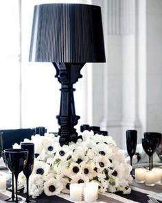 Lamps as centerpieces? How unexpectedly chic!! #blacktieaffair #blackandwhiteweddings