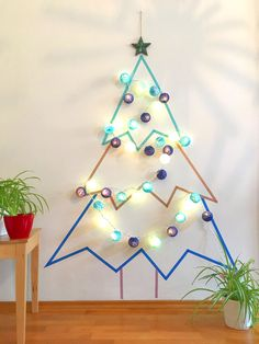 Washingtape Christmas Tree – DIY Guide with template - Diy and Crafts Mix Christmas Tress, Wall Christmas Tree, Christmas Makes, Diy Christmas Ornaments, Xmas Tree, Simple Christmas, All Things Christmas, Christmas Tree Decorations, Christmas Activities
