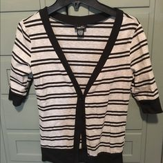 Rue 21 button down top. Thor is a Rue 21 button down v neck top. It is black and gray and a size medium. Rue 21 Tops Button Down Shirts