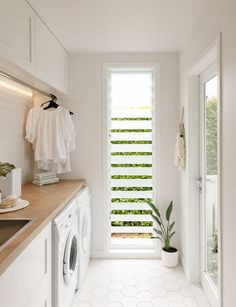 This stylish laundry will make you want to do the washing - The louvre windows in this laundry allow air flow for drying clothes that are hanging on the rail i - Mudroom Laundry Room, Laundry Room Layouts, Laundry Room Remodel, Laundry In Bathroom, Laundry Area, Modern Laundry Rooms, Laundry Room Inspiration, Laundry Room Design, Küchen Design