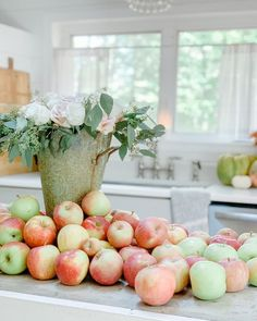 """Hailey • The Crystal Cottage on Instagram: """"🍁Welcome to Week 84 of Beautiful Decor Styles Home Tour! Join us to meet new friends & discover beautiful home decor. You will be…"""" Moist Apple Cake, Pie Tops, Apple Cake Recipes, Meeting New Friends, Apple Pie, Tarts, House Tours, Decor Styles, Beautiful Homes"""