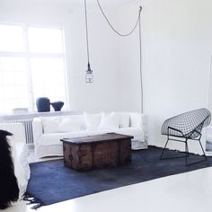 I love this look! Lots of light, but anchored by the black rug. @bycazandra