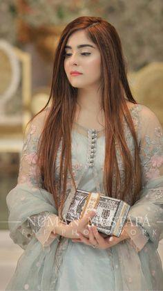 Beautiful Pakistani Dresses, Pakistani Formal Dresses, Pakistani Fashion Party Wear, Pakistani Wedding Outfits, Indian Gowns Dresses, Pakistani Dress Design, Indian Outfits, Girls Designer Dresses, Designer Party Wear Dresses