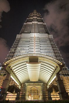 Jin Mao Tower - my favourite skyscraper in Shanghai. Tower Building, Building Structure, Building Design, Futuristic Architecture, Beautiful Architecture, Architecture Details, Facade Lighting, High Rise Building, Amazing Buildings