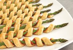 Asparagus is my favorite food.and these look delish! Prosciutto Asparagus Spirals Easy to prepare, but oh so elegant.these tempting appetizers feature asparagus spears individually wrapped with prosciutto, garlic & herb cheese and flaky puff pastry. Think Food, Love Food, Prosciutto Asparagus, Asparagus Spears, Asparagus Appetizer, Asparagus Rolls, Prosciutto Recipes, Fresh Asparagus, Tapas