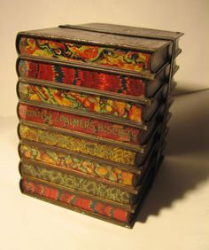 Huntley & Palmer's book stack biscuit tin 1901 - I have always wanted one of these, but recently they've got so expensive Tin Lunch Boxes, Tin Boxes, Vintage Tins, Vintage Books, Illustration Art Nouveau, Cat Reading, Book Crafts, Craft Books, Stack Of Books