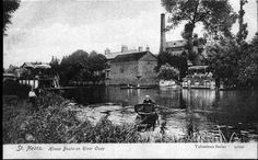 River Ouse, St Neots with houseboats and bridge, around 1900  This photograph is held in St Neots Museum – Ref SNEMU 1996.67.8