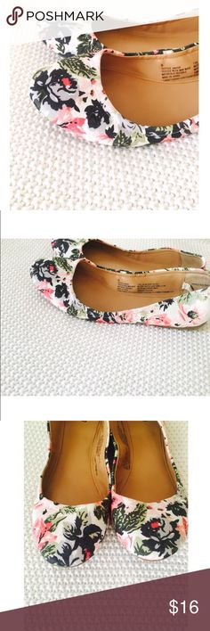 Floral Flats Floral flats with contoured fit. Size 8. Very comfortable and great for any occasion. Worn once. Shoes Flats & Loafers