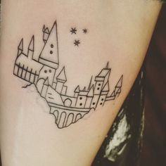 """ink-pedia:  """"glad to finally welcome tattoo #3: an outline of Hogwarts castle, done by Aaron at Ohana Tattoo Parlor!! see my other ink here ✨    submitted by http://ravensclawed.tumblr.com  """""""