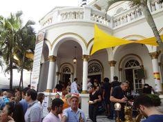 Seis restaurantes e bares da capital montarão barracas no jardim da casa, com alguns dos símbolos da cozinha espanhola como paellas e tapas, cervejas, vinhos e sangrias com preços que variam de R$ 7 a R$ 25.