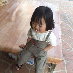 """Cô bé """"50 sắc thái"""" có đôi má bụ bẫm và ngọt ngào như chiếc bánh Mochi Cute Asian Babies, Korean Babies, Asian Kids, Cute Babies, Baby Kind, Cute Baby Girl, Beautiful Children, Beautiful Babies, Kwon Yul"""