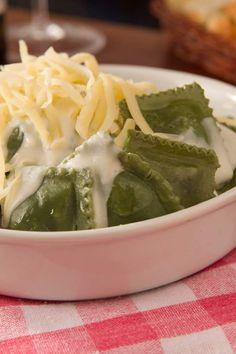 Ravioli de espinafre ao molho branco  #pastificioprimo #massaartesanal #cardapio #artesanal